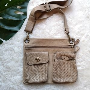 Roots weaved leather bag